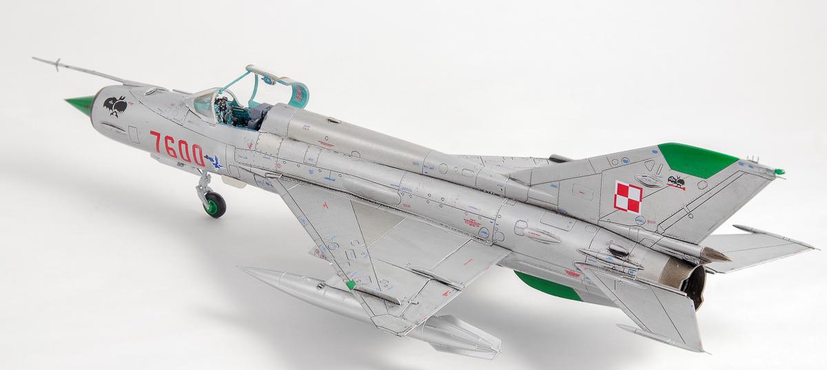 エデュアルドの1/72 MiG-21プラモデルの完成品