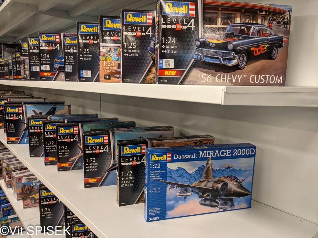 チェコの模型店Profimodel の店内 ドイツレベルのプラモデル